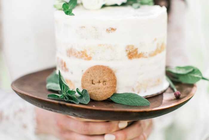 How to Save Money on Wedding Cake